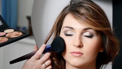 Beautiful girl put the makeup on the face