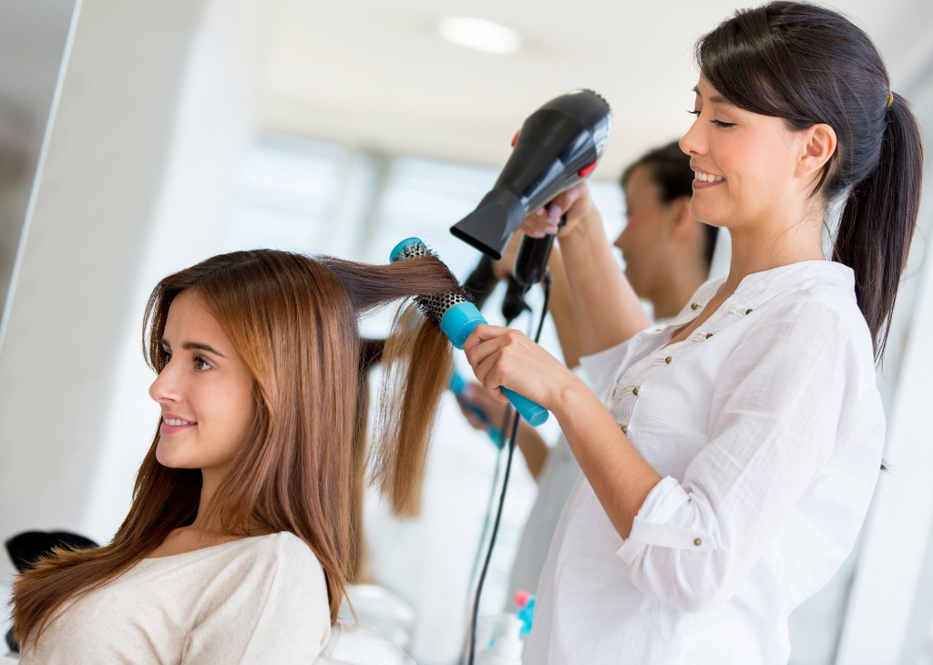 To 5 beauty industry careers in 2014 for Action clips grooming salon