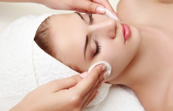can facials help acne?