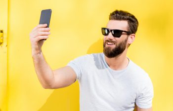 man taking selfie of his summer beeard
